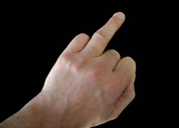чешется безымянный палец на правой руке