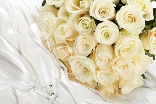 к чему дарят белые розы