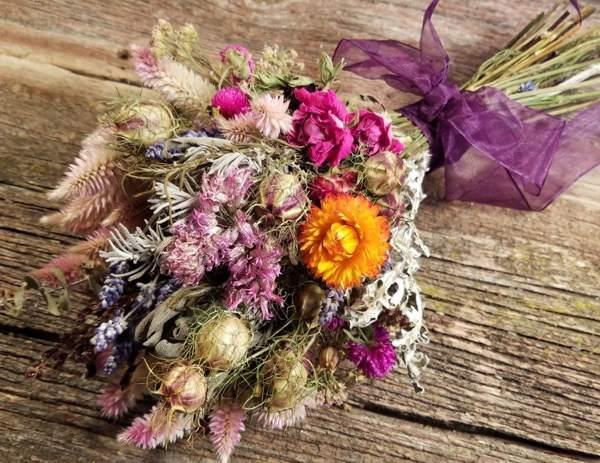 почему нельзя держать сухие цветы в доме