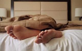 Почему, согласно приметам, нельзя спать ногами к двери