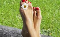 К чему может чесаться большой палец на ноге