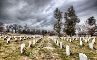 Можно ли ходить на кладбище после обеда, вечером, в воскресенье и какие существуют нормы поведения?