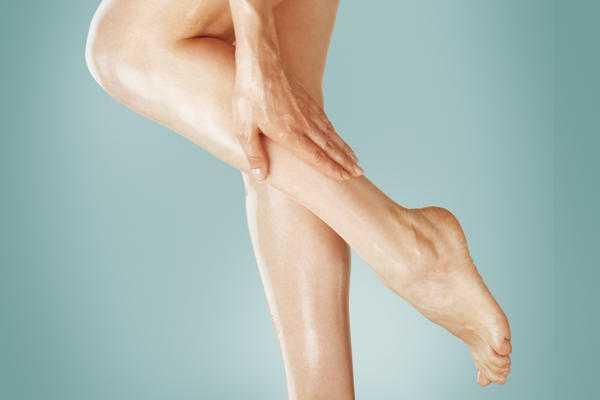 К чему может чесаться левая нога