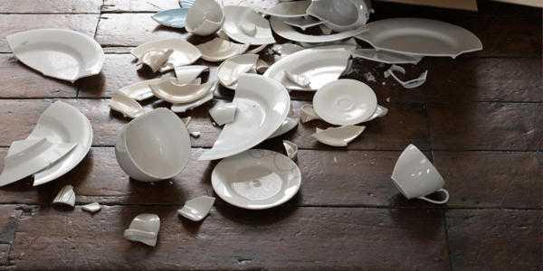 Почему нельзя хранить разбитую посуду