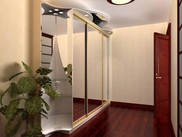 можно ли вешать зеркало напротив входной двери