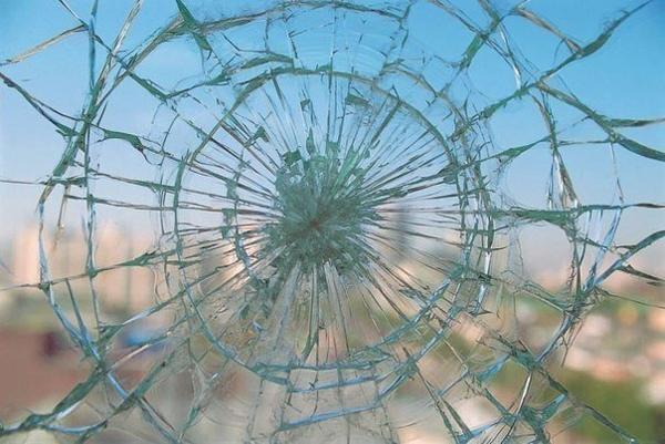 Приметы о повреждении стекла