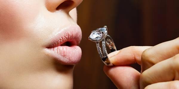 выпал камень из кольца примета