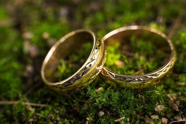 кольцо на траве