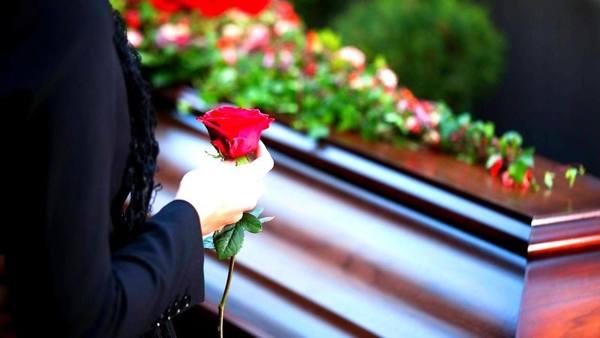 в день похорон приметы