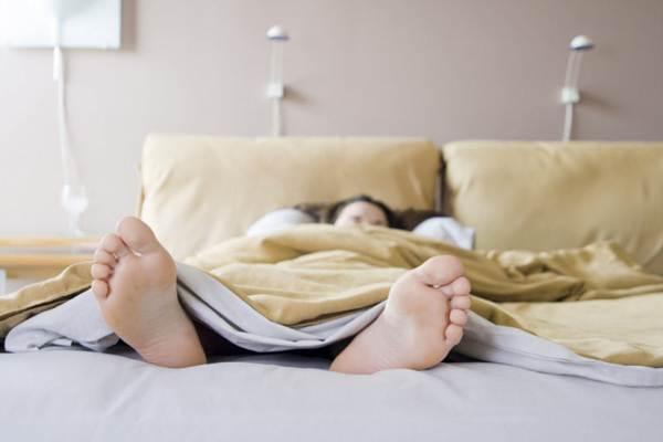почему нельзя ставить кровать ногами к двери