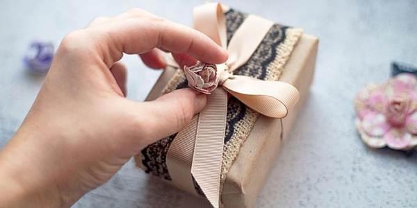 можно ли передаривать подарки примета