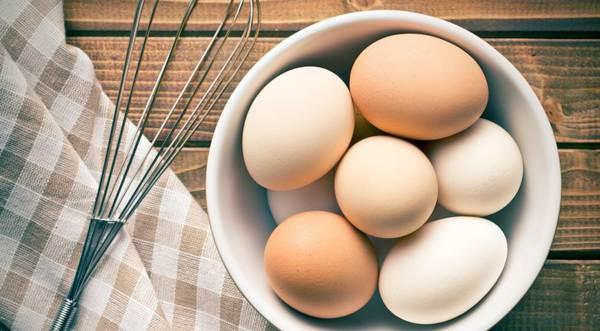 почему нельзя бить яйца об стол