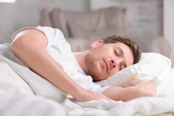 Если в доме кто-то спит, то его необходимо разбудить