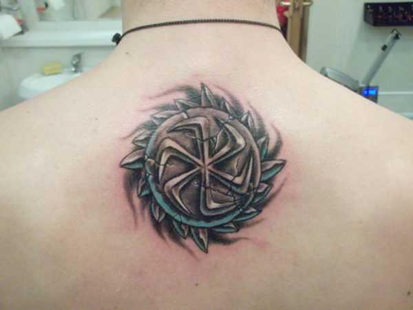 Знак коловрат в виде татуировки