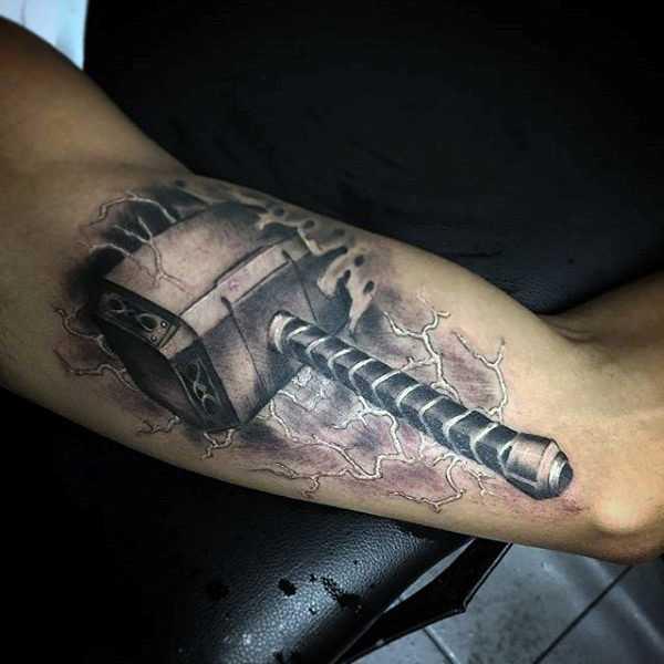татуировка молот тора значение